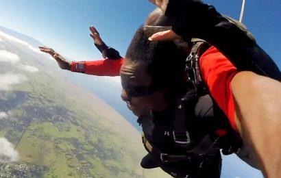 Take a Look at Viola Davis' Awesome Reaction After Jumping Out of Plane