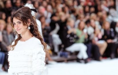 See Chanel's Emotional Runway Tribute to the Late Karl Lagerfeld