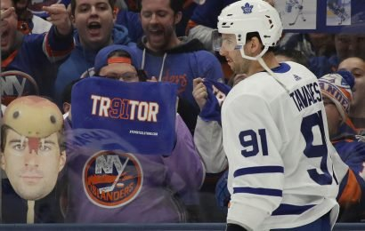 Unwelcome Tavares returned to Islanders team that's moved on