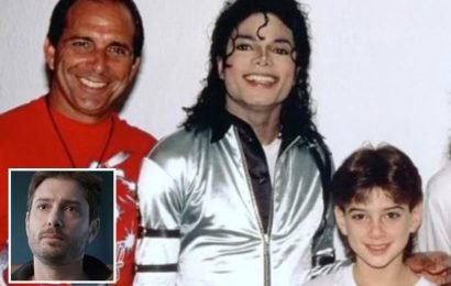 Michael Jackson accuser James Safechuck's dad says there was 'nothing wrong' when sicko star kissed his son on the LIPS