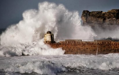 UK weather – Drivers warned NOT to travel as Storm Freya devastation sparks travel chaos after 90mph gales batter Britain