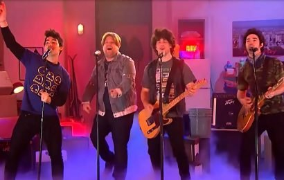LOL! Jonas Brothers Sing About 2019 in 'Year 3000' Parody