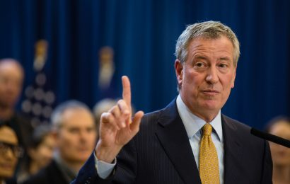De Blasio insists he didn't know that R. Kelly sang 'I Believe I Can Fly'