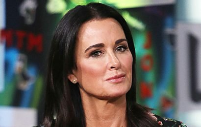 'RHOBH's Kyle Richards Poses With Her 4 Daughters In New Family Photo