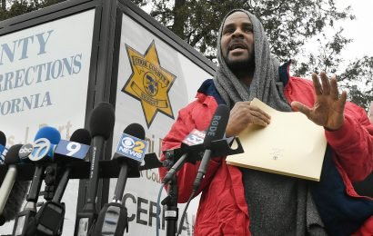 R. Kelly released from jail after $161K in child support is paid