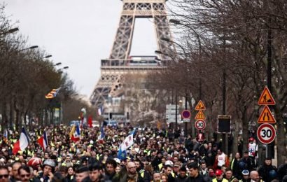 French government data shows Yellow Vest protest numbers dwindling
