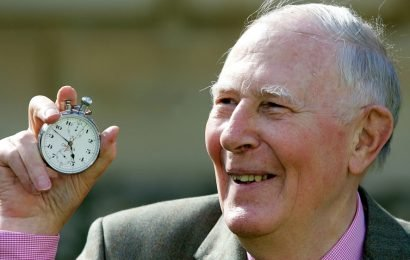 Roger Bannister dies, the 'lone wolf miler'