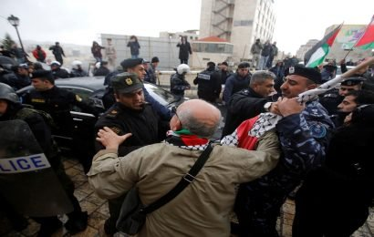 Palestinian forces arrest dozens of Hamas supporters in West Bank