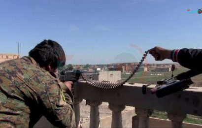 Hundreds of Islamic State fighters surrender in east Syria