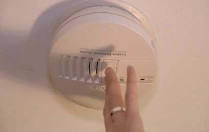 Montreal firefighters reminding residents to check smoke alarms