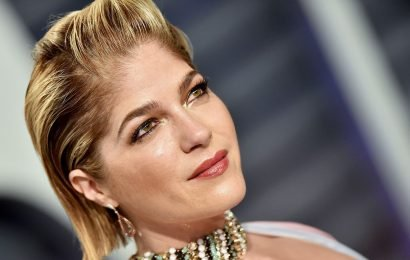 Selma Blair's Makeup Tutorial for People With MS Is Heartwarming and Hilarious