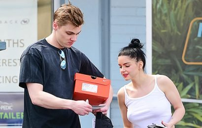 Ariel Winter Flashes Her Abs In White Top & Skinny Jeans As She Runs Errands With BF Levi Meaden