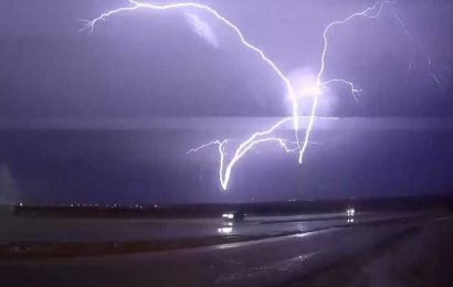 Storm chaser captures rare upside-down lightning