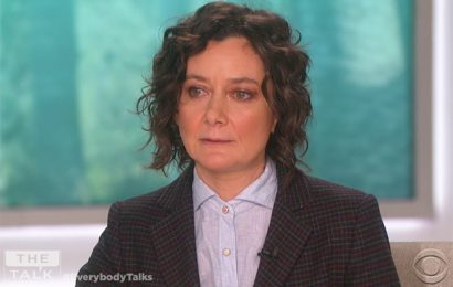 Sara Gilbert Leaving The Talk — Watch Her Emotional On-Air Announcement