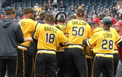 Five ejected after benches-clearing brawl between Cincinnati Reds, Pittsburgh Pirates