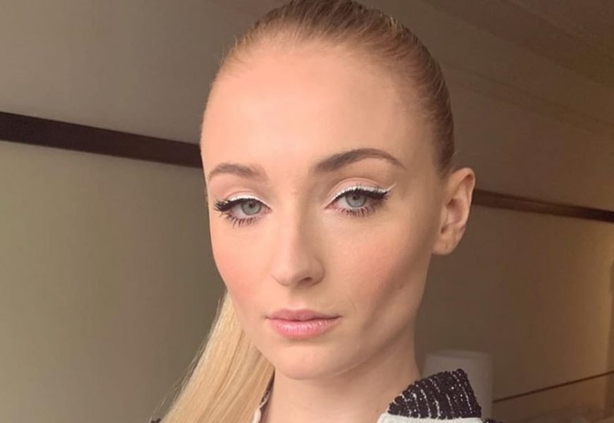 """Sophie Turner Traded the 7 Kingdoms For """"7 Rings"""" With Her New Ariana Grande-Style Hair"""