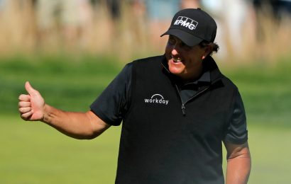 At P.G.A. Championship, It's Thumbs-Up for Phil Mickelson Despite Struggles