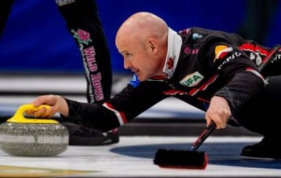 Alberta's Kevin Koe earns 2 victories on mixed day for Canada at Curling World Cup