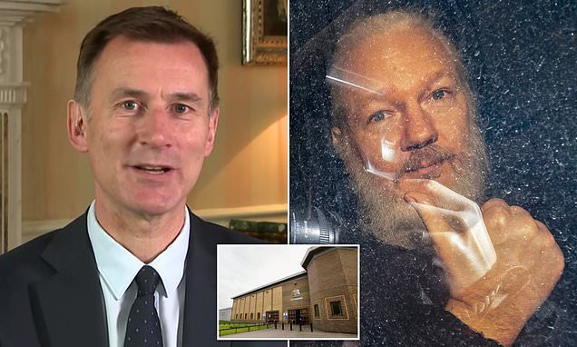Jeremy Hunt says he would not block Assange from being extradited