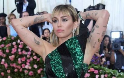 Miley Cyrus calls out reviewer who called her new album 'hot mess express'