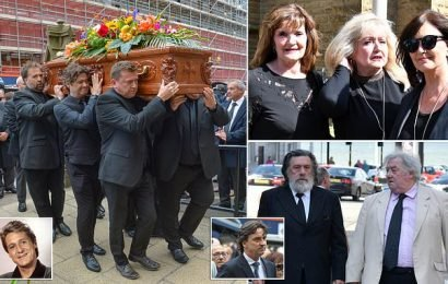 Joe Longthorne's funeral takes place in Blackpool