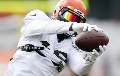 Odell Beckham Jr. practices one-handed catches at Browns training camp