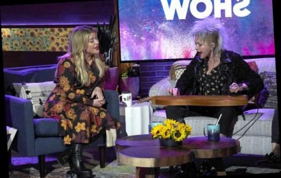 Watch Kelly Clarkson and Cyndi Lauper wow with stripped-down duet of True Colors