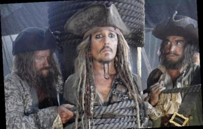 Craig Mazin and Ted Elliott to Develop New 'Pirates of the Caribbean' Film