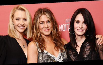 Friends Forever! Courteney Cox and Lisa Kudrow Honor Jennifer Aniston at Award Ceremony