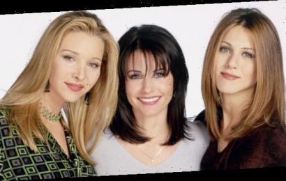 Courteney Cox Reunited with the Women of Friends in the Sexiest Top
