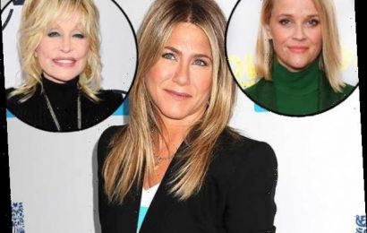 Watch Jennifer Aniston's Pals Reese Witherspoon & Dolly Parton Gush Over Her PCAs Icon Status