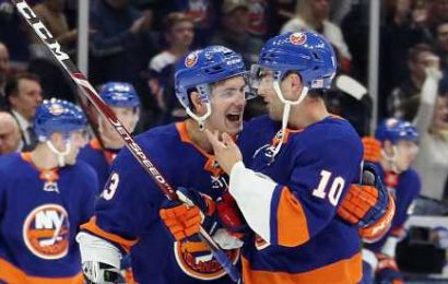 Brassard Returns to New York, Helping the Islanders Rack Up Wins