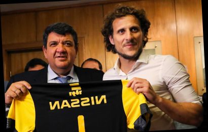 Ex-Man Utd striker Diego Forlan lands first managerial job in native Uruguay with Penarol aged 40 – The Sun
