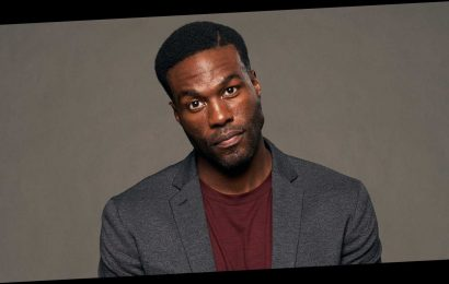 Yahya Abdul-Mateen's Dr. Manhattan Made for Some Awkward Family Watch Parties