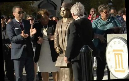 Rosa Parks Statue Unveiled in Montgomery on 64th Anniversary of Day She Refused to Give up Seat