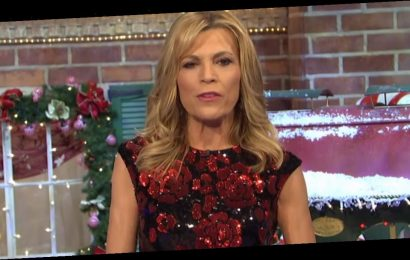Vanna White Hosts Wheel of Fortune for First Time In 37 Years During Pat Sajak's Absence
