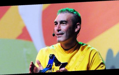 Wiggles singer Greg Page collapses at Australia bushfire relief show