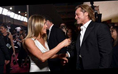 Brad and Jen's Body Language Shows They Didn't Want Their Affectionate SAG Awards Moment to End