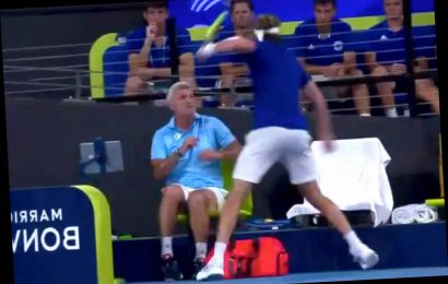 Stefanos Tsitsipas injures dad, scolded by mom in racket-smashing tantrum
