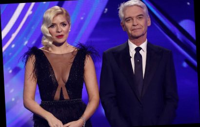 Holly Willoughby flashes her cleavage in plunging dress stunning Dancing on Ice viewers – The Sun