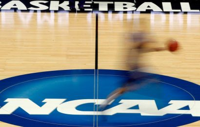 College athletes' play-for-pay plan in Florida takes a timeout