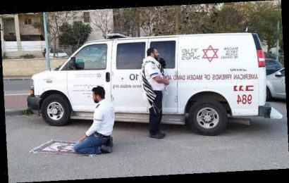 Muslim and Jewish paramedics pray together in rare moment of rest