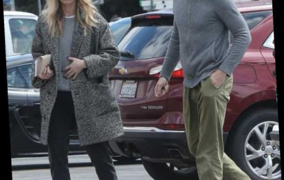 Chris Pine went grocery shopping with his girlfriend Annabelle Wallis in LA