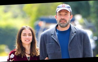 Ben Affleck and Ana de Armas Take a PDA-Filled Stroll in Los Angeles: Pics