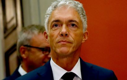 Top Swiss prosecutor faces possible impeachment over FIFA probe