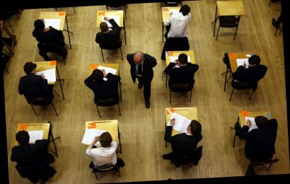 Schools urged to ditch plans to hold GCSE and A-level exams this October