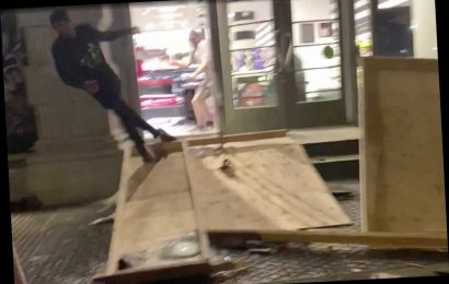 Looters hightail it out of busted-up Manhattan Sephora after seeing cops inside