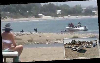Drug runners land their boat on a Spanish beach