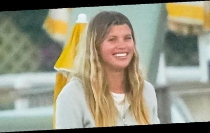Sofia Richie Hangs With Friends After A Beach Day in Malibu