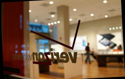 Woman pees on floor of Verizon store after refusing to wear mask
